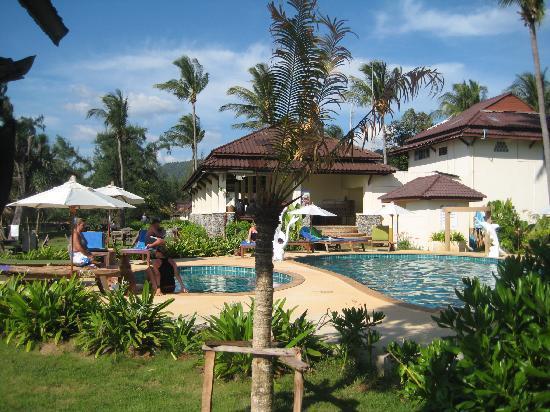 Good Days Lanta Beach Resort : Der Pool