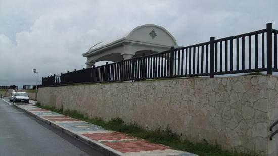 Miyagi Coast: 屋根付きベンチ