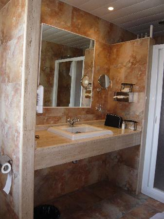 Es Calo, إسبانيا: Baño habitación especial