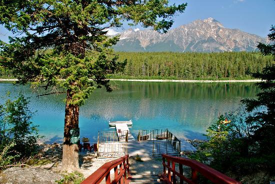 Patricia Lake Bungalows Resort : Patricia Lake dock