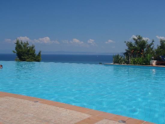 Alia Palace Hotel: The Pool