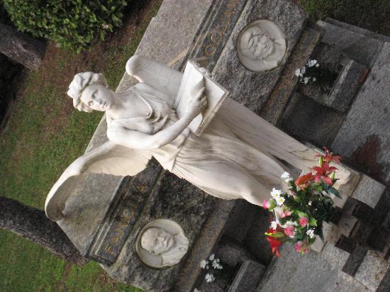 Milano, Italia: Großartiger Friedhof