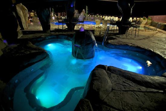 GrandView On The Lake: Hot Tub Oasis