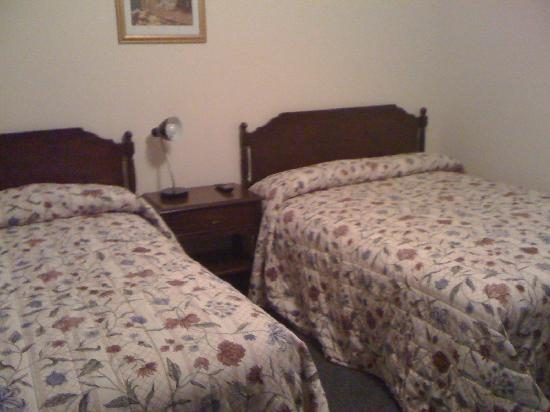 Crow's Nest Inn: Room with two double beds