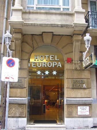 Hotel Husa Europa: entrada htl por calle lateral a San Martín
