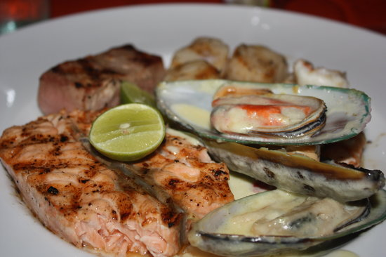 Dr. Frogs Bar & Grill : Seafood mixed grill. Plenty of good food