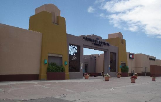 SureStay Collection by Best Western Inn at Santa Fe: Outlet Mall