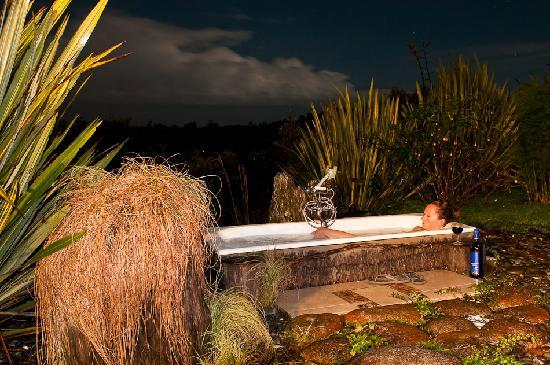 Birds Ferry Lodge: Grarden Bath under the stars