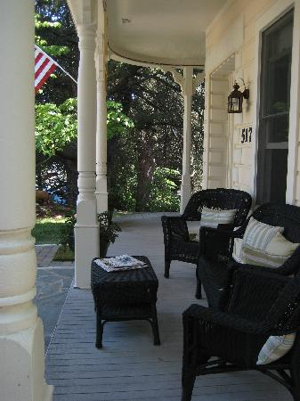 Broad Street Inn: Front porch