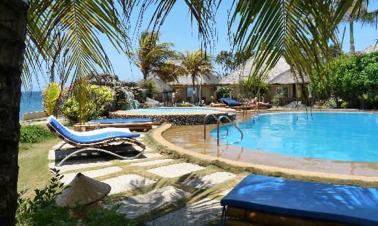 Thalatta Resort: superbe piscine entourée de belles plantes