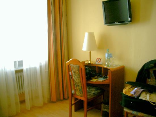 Hotel Römerhof: particolare camera matrimoniale