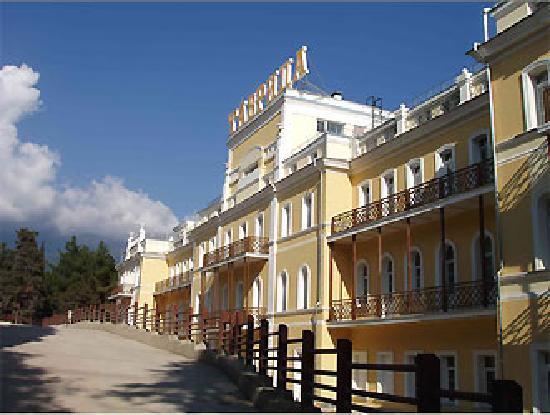 Tavrida Hotel Yalta : +7(926)7957719 hotel building