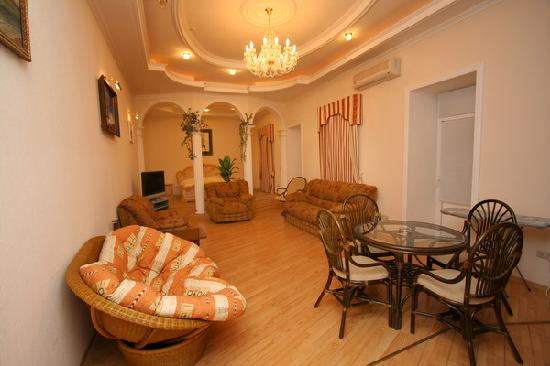 Tavrida Hotel Yalta : +7(926)7957719 1 room apartment