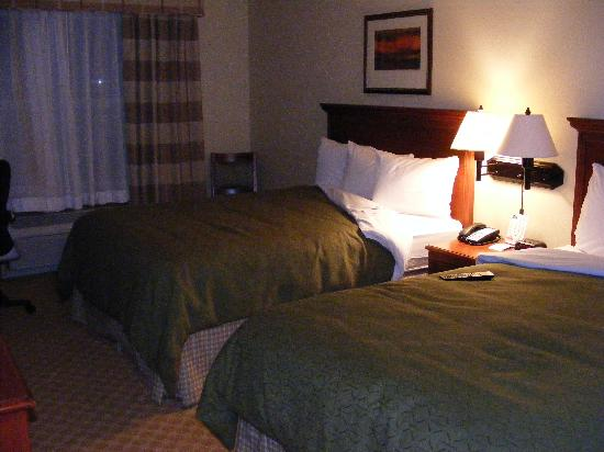 Country Inn & Suites Peoria North: room