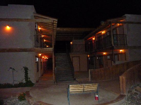 Budget Host Inn Tombstone: A gauche, notre bâtiment