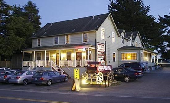 Valley Ford Hotel: Front of the Hotel & Restaurant