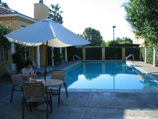 Best Western Plus Dixon Davis: Pool Deck