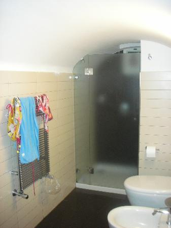 Seven Hostel: privet bathroom