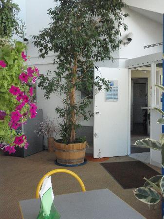 Hall d\'entrée - Picture of Hotel Inn Design de Dijon, Marsannay-la ...