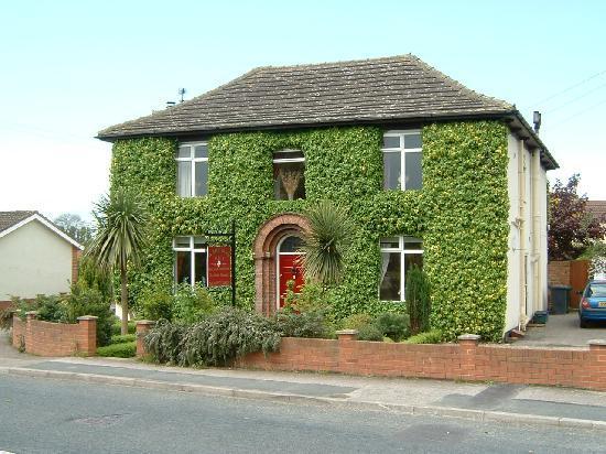 White Rose Villa: 33 York Road, Riccall,York, YO19 6QG.