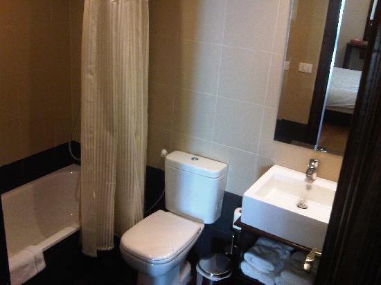Hotel Ehden - Al Mtall : Bathroom