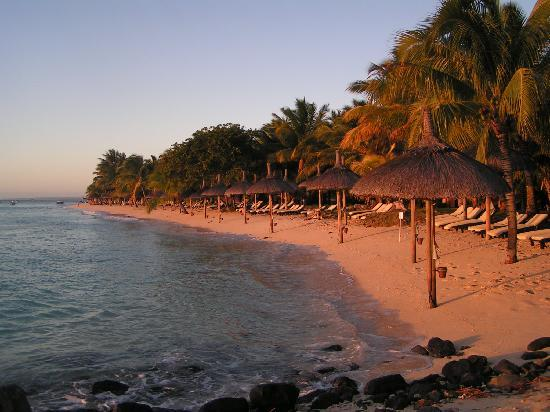 Beachcomber Paradis Hotel & Golf Club: Sunset on the beach