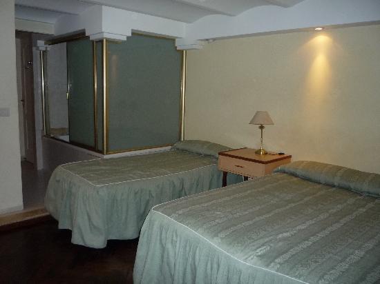Hotel A&B Internacional: 1ère chambre avec jacuzzi !