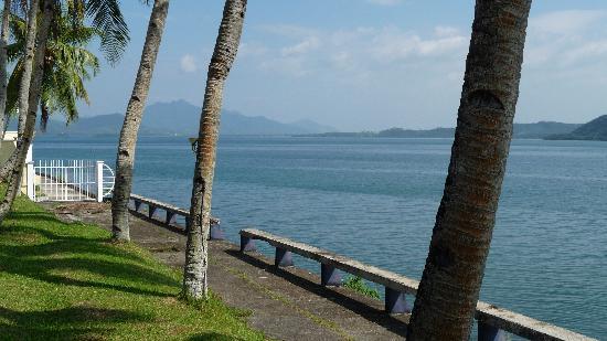 Leyte Park Resort Hotel: Park - Promenade