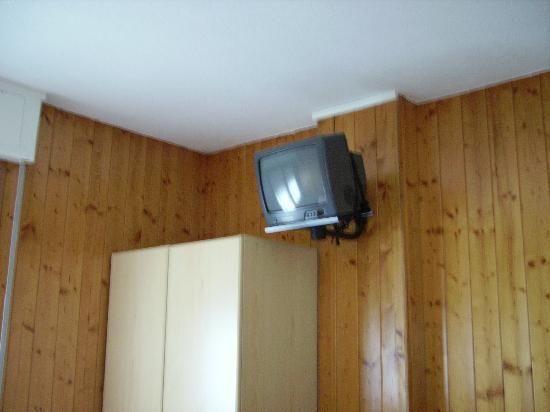 Albergo La Soldanella: interno della camera, tv