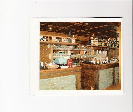 Albergo La Soldanella: il bancone con le grappe artigianali