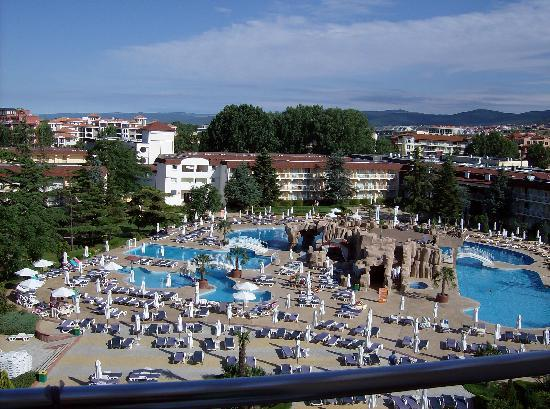 DIT Evrika Beach Club Hotel: pool area