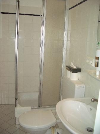 Hotel Popp: Bad zu Zimmer 36