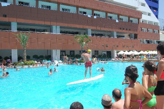 Orange County Resort Hotel Alanya: pool , games with animators