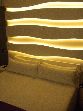 Habitacion 804 detalle iluminacion cabecero cama - Iluminacion habitacion ...