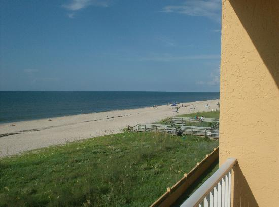 Buccaneer Inn: beach from balcony