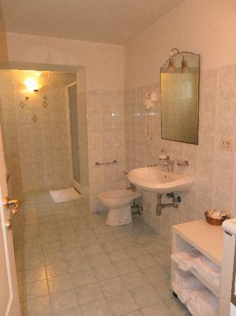 Home in Florence B&B: Salle de bain et toilettes