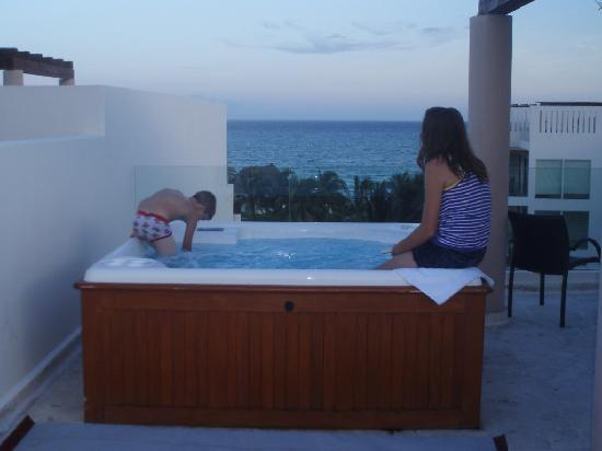 Roof top hot tub picture of the elements oceanfront for The elements oceanfront beachside condo hotel