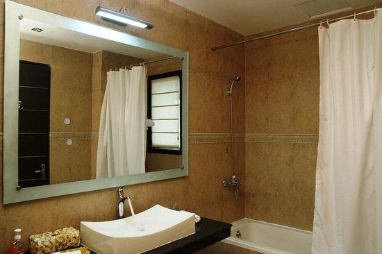 Hotel La Suite: Bathroom -Platinum Room