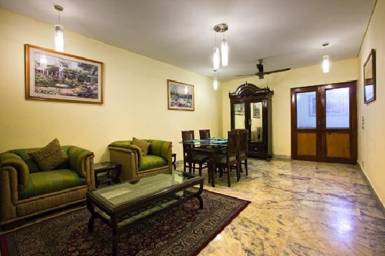 Utopia Inn: Sitting Area