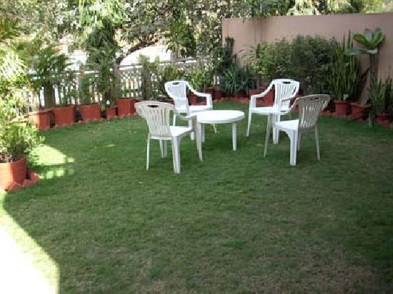 Utopia Inn: Garden Area
