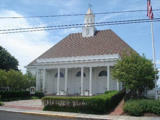 Watch Hill, RI: Chapel across the street