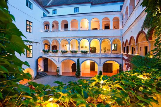 Schloss Ernegg: Arcades