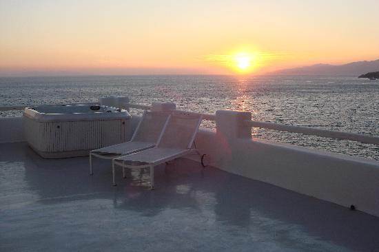 Cavo Tagoo: at sunset