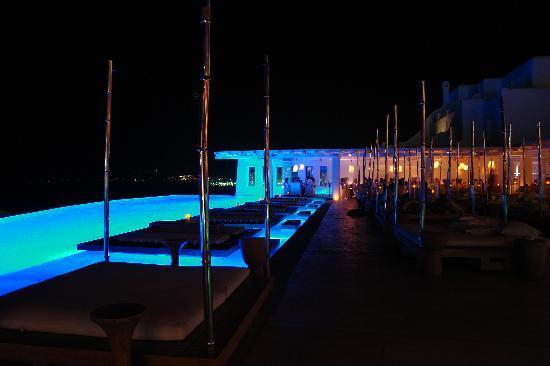 Cavo Tagoo: pool by night