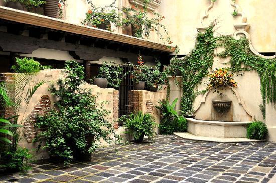 Camino Real Antigua : Fountain