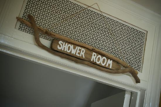Deep Green Lodge: Shower Room on top floor
