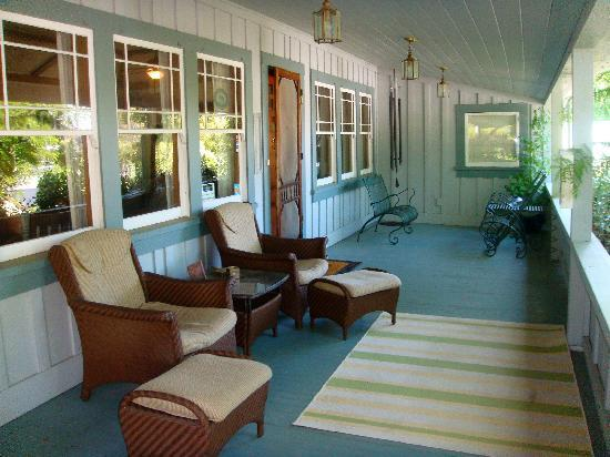 The Cooper House Bed & Breakfast Inn: Front Porch