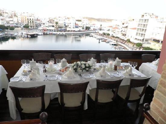 Migomis Piano Restaurant: The tables overlooking the amazing view