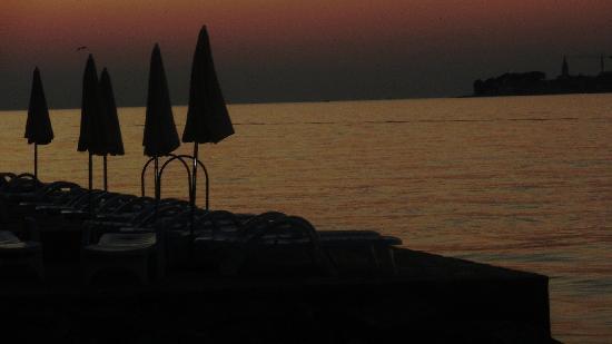 فالامار كلوب تاماريس: the lovely view from the beach