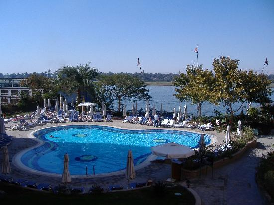 Steigenberger Nile Palace Luxor: pool side